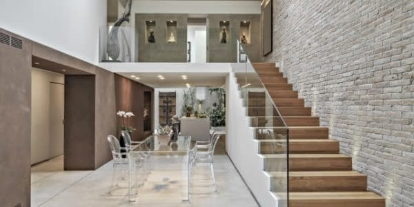 modern-interior-with-beautiful-wooden-staircase-min